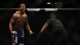MMA: Lừa đối thủ tưởng dễ ăn, đập phát nằm luôn