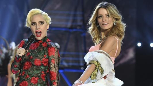 """Dàn thiên thần """"thả rông""""vòng 1, đọ sắc cùng Lady Gaga"""