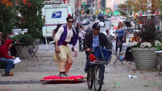 """Xôn xao hình ảnh """"Aladin"""" xuất hiện trên phố"""