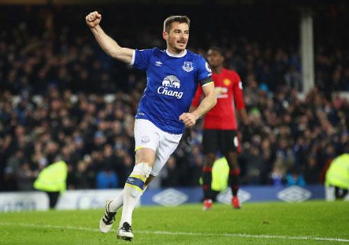 Everton - MU: Tội đồ từ ghế dự bị - 2