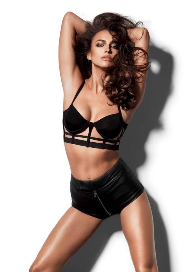Hình ảnh người mẫuIrina Shaik khá hot xuất hiện liên tục trên bìa tạp chí LOVE