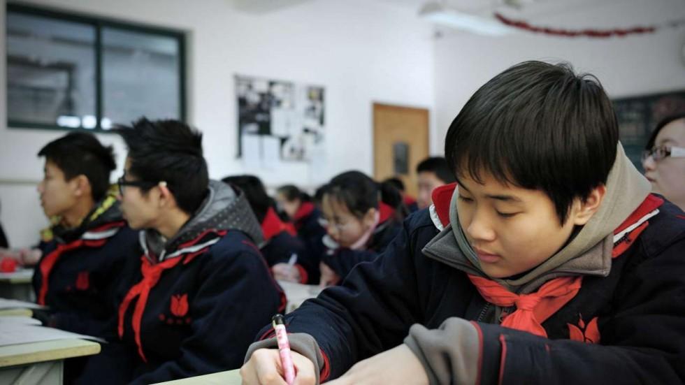 """Trường học TQ bắt học sinh xin """"giấy phép"""" đi vệ sinh - 1"""