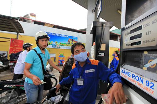 Xăng dầu đồng loạt tăng giá từ 19 giờ ngày 5.12 - 1