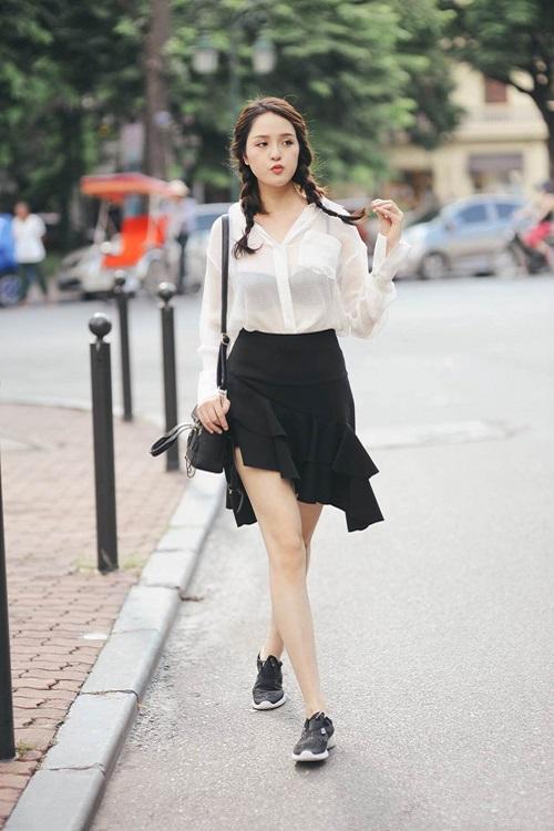 """Khi mỹ nữ Việt """"quên"""" mang giày cao mà chỉ đi dép lào, giày bệt - 1"""