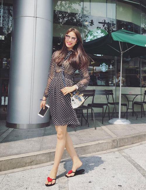 """Khi mỹ nữ Việt """"quên"""" mang giày cao mà chỉ đi dép lào, giày bệt - 11"""