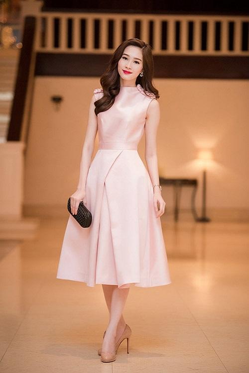 """Khi mỹ nữ Việt """"quên"""" mang giày cao mà chỉ đi dép lào, giày bệt - 16"""