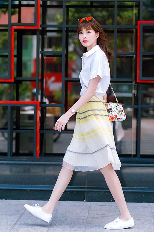 """Khi mỹ nữ Việt """"quên"""" mang giày cao mà chỉ đi dép lào, giày bệt - 15"""