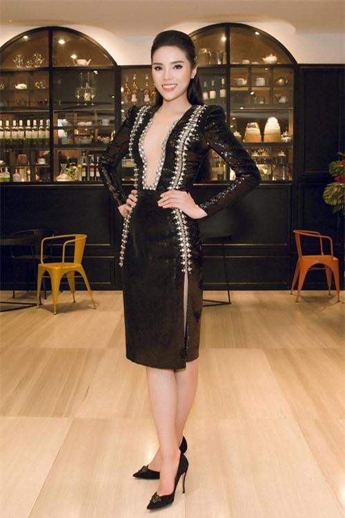 """Khi mỹ nữ Việt """"quên"""" mang giày cao mà chỉ đi dép lào, giày bệt - 22"""