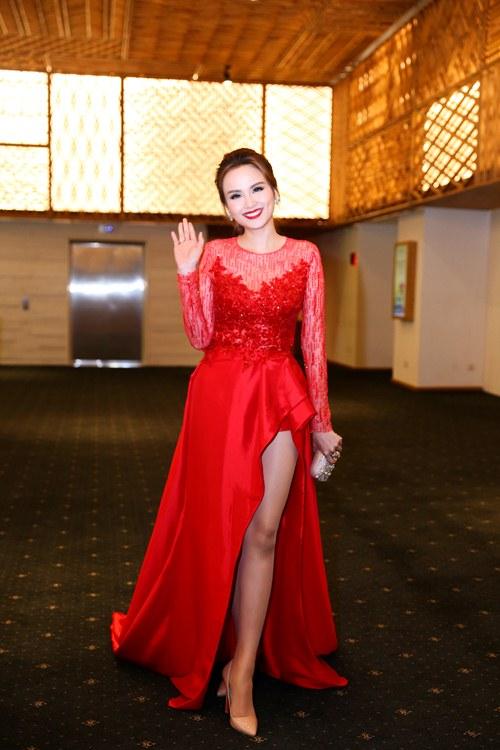 """Khi mỹ nữ Việt """"quên"""" mang giày cao mà chỉ đi dép lào, giày bệt - 24"""