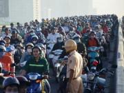 Tin tức trong ngày - Hai xe khách tông nhau trên cầu SG, giao thông tê liệt