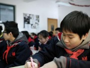 """Giáo dục - du học - Trường học TQ bắt học sinh xin """"giấy phép"""" đi vệ sinh"""