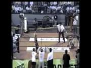 Thể thao - Võ thuật MMA: Trọng tài gây sững sờ cho võ sĩ bị nằm sàn