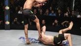 Võ thuật MMA: Trọng tài gây sững sờ cho võ sĩ bị nằm sàn