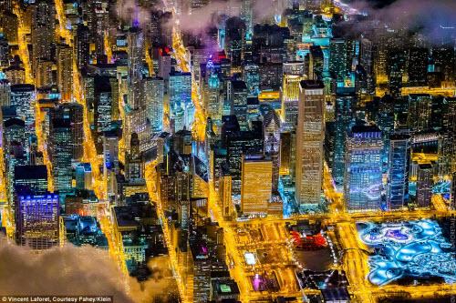 Những thành phố lung linh nhất trong đêm - 1