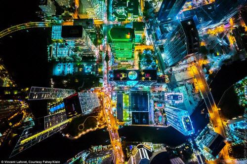 Những thành phố lung linh nhất trong đêm - 3
