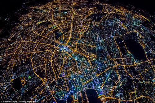Những thành phố lung linh nhất trong đêm - 4