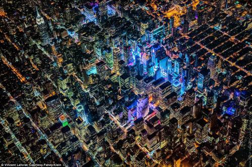 Những thành phố lung linh nhất trong đêm - 6