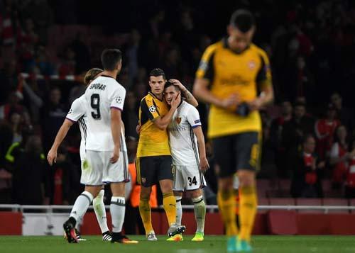 Basel – Arsenal: Mong manh mơ ngôi đầu - 1