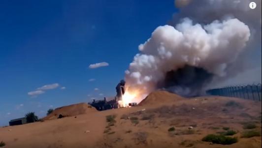 """""""Rồng lửa"""" S-300 Nga nổ khi phóng, phá tan xe điều khiển"""