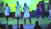 Ấn Độ: Lên nhảy ở sân khấu đám cưới bị bắn chết tại chỗ