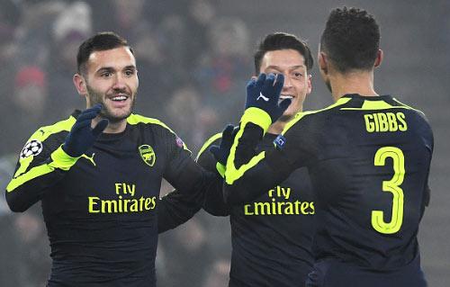 Basel - Arsenal: Hat-trick đi kèm may mắn - 1