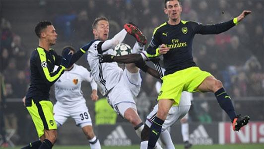 Basel - Arsenal: Hat-trick đi kèm may mắn