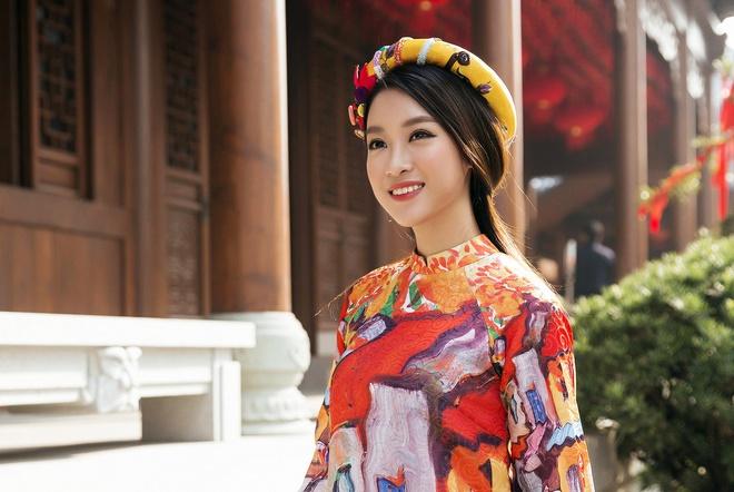 HH Mỹ Linh đẹp nao lòng giữa trời Thượng Hải - 1