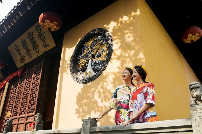 HH Mỹ Linh đẹp nao lòng giữa trời Thượng Hải - 7