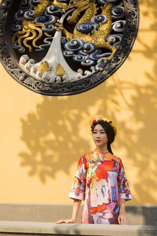 HH Mỹ Linh đẹp nao lòng giữa trời Thượng Hải - 8