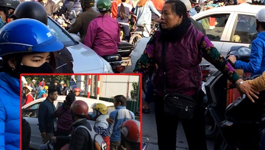 Clip: Bà lão 62 tuổi khản cổ, mỏi tay phân làn giao thông ở Hà Nội