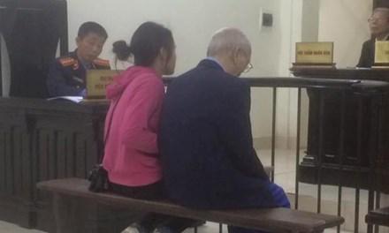 Cụ ông 72 tuổi đâm chết em trai vì mâu thuẫn đất đai