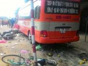 Tin tức trong ngày - Xe buýt gây tai nạn liên hoàn, 2 người thương vong