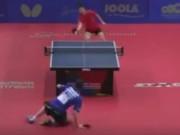 """Thể thao - Bóng bàn: Nằm bò ra sàn vẫn tung đòn """"hủy diệt"""""""
