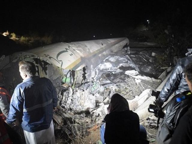 Máy bay chở khách ở Pakistan lao vào núi, 48 người chết