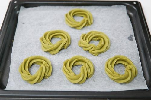 Cách làm bánh quy hình vòng hoa Noel cực đơn giản - 5