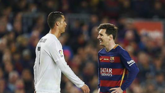 """""""Leicester Đức"""" chê Ronaldo, Messi vừa già vừa đắt"""