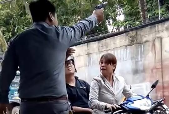 """Bắt giam giám đốc công ty bảo vệ """"múa súng"""" ở Sài Gòn"""