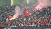 Tin nhanh AFF Cup: Fan VN ném dép, chai lọ về phía Indonesia
