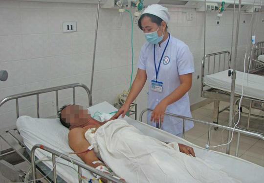 Bệnh nhân rách gan, thủng thận được cứu sống - 1