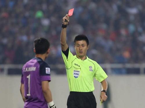 """Thẻ đỏ của thủ môn Nguyên Mạnh: """"Bệnh"""" của cầu thủ VN"""