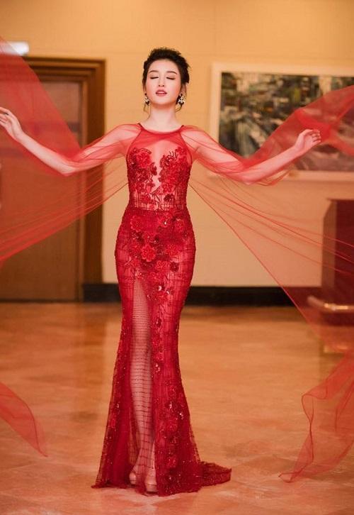 """15 bộ đầm xuyên thấu """"đỉnh"""" nhất năm 2016 của mỹ nữ Vbiz"""