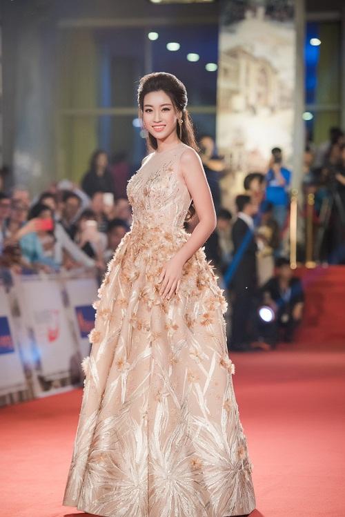 """13 bộ váy dạ hội giúp HH Mỹ Linh """"sáng như sao khuê"""" - 1"""