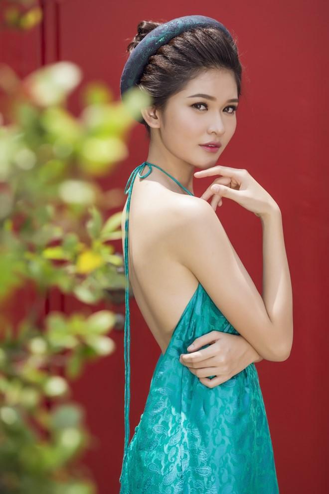 """Á hậu Thùy Dung hóa """"cô tấm ngày nay"""" với áo dáng yếm"""