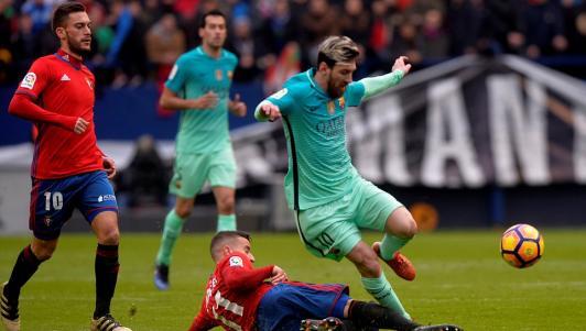 """""""Vua phá lưới"""" La Liga: Lập cú đúp, Messi vượt Ronaldo"""