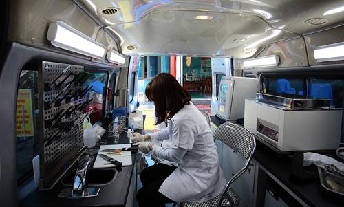 Khám phá xe kiểm nghiệm thực phẩm nhanh đầu tiên ở HN - 12