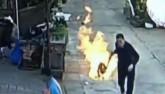 Người đàn ông TQ liều mình cứu người ngăn vụ nổ gas