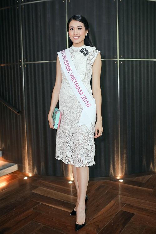 Lệ Hằng catwalk lấn át 10 mỹ nữ quốc tế thi Miss Universe - 1