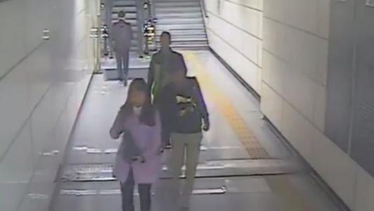 Cô gái bị móc túi lấy trộm điện thoại trong 1 giây