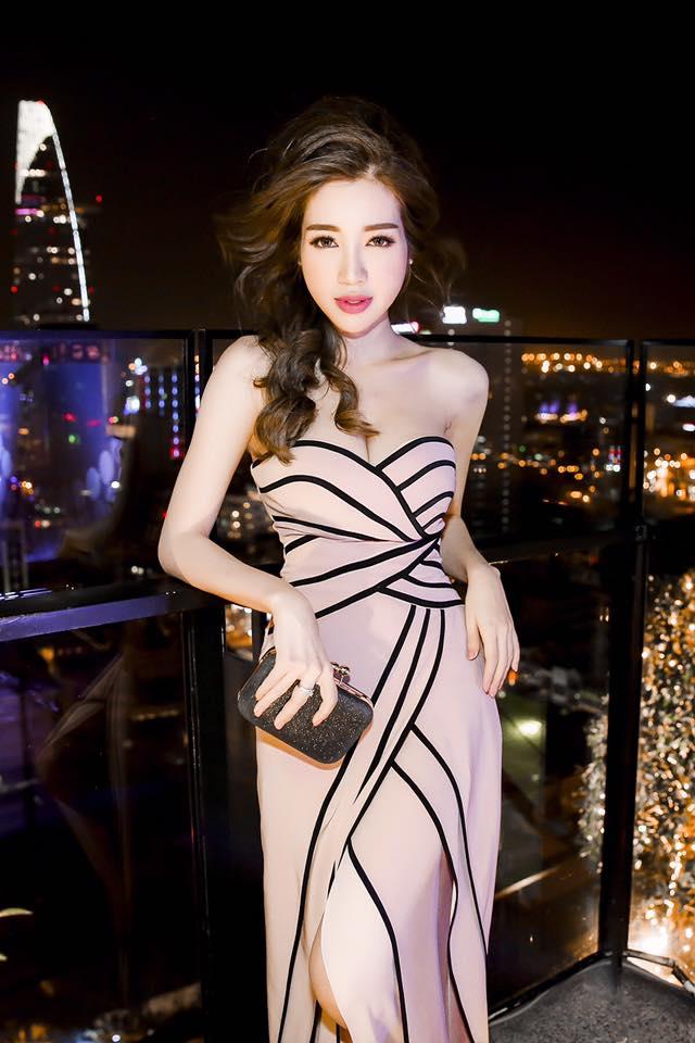 """Elly Trần là người """"nghiện"""" khoe eo thon, hông quả táo nhất năm? - 11"""