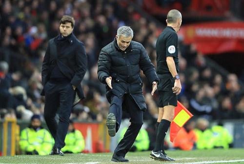 Góc chiến thuật MU–Tottenham: Mourinho chế ngự pressing